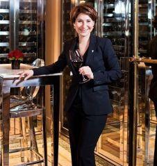 Estelle Touzet, sommelière au Meurice à Paris. Photo: Young-Ah Kim pour L'Express Styles